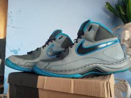 Vende se basqueteira da Nike