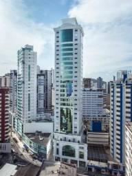 Apartamento totalmente mobiliado e equipado, na Av. Central em Balneário Camboriú/SC, com