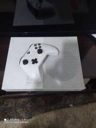 Vende-se Xbox one s com defeito 800 em torno de 400 defeito.reballing aceito  cartão
