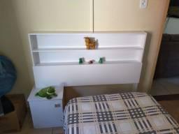 Título do anúncio: Cabeceira de cama de solteiro branca com criado mudo