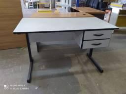 Mesas e cadeiras/poltronas/ armários p escritório