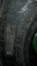 Título do anúncio: Vendo dois pneus medidas diferentes quase novos!