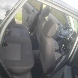 Vendo ou Troco Fiesta Sedan - 2005