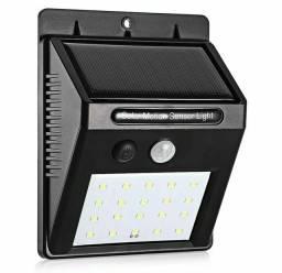 Luminária solar com detetor de movimento e acendimento automático
