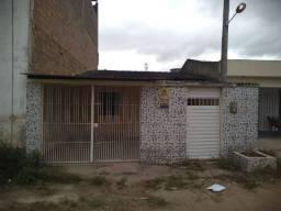 Casa solta, próximo ao centro de Gravatá, 3 quartos e garagem