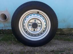"""Rodas c/pneus 15"""" originais de VW Fusca"""