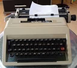 Título do anúncio: Máquina de escrever Olivetti Studio45