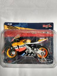 Carrinho e motos miniaturas