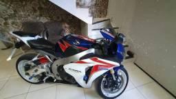Honda CBR Fireblade 1000rr Ano 2011. R$ 37 mil