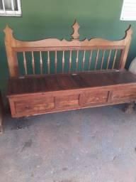 Banco baú de madeira