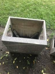 Vendo 2 caixas de granito para ar condicionado de janela