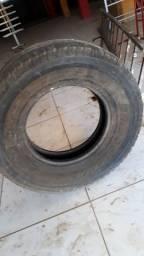 6 Pneus meia vida, de veraneio, pireli 840, 2 com jante e 4 só  pneu. 300 reais cada.