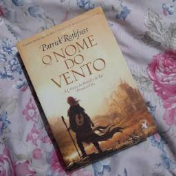 Livro O nome do vento - Patrick Rothfuss