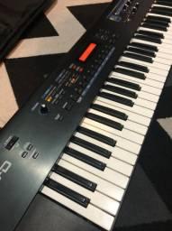 Sintetizador Roland Juno D + bag