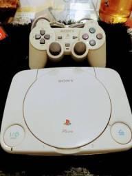 Título do anúncio: Console  Sony one original com controle.