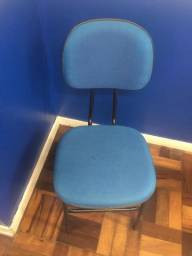 Cadeira semi nova - cadeira escolar