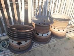 5 aro de pneus de caminhão 8 furos cada R$200