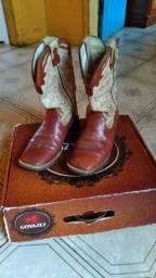 Vende-se bota goyazes