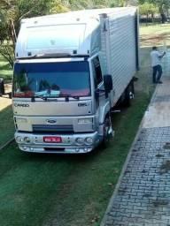 Caminhão para fretes (bau)