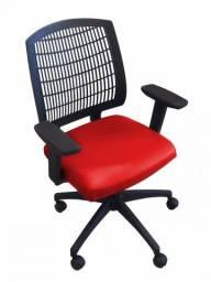 Cadeira executiva/encosto telado em polipropileno cor preto