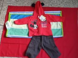 Conjuto de roupas infantil Mickey Mouse e toalha