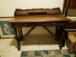 Mesa maravilhosa de madeira