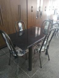 Mesa com 4 cadeiras super reforçadas