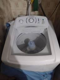 Título do anúncio: Vendo uma máquina de lavar Eletrolux