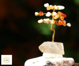 Árvore da felicidade com Pedras Cornalinas e base de cristal