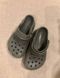 Crocs infantil tamanho 8-9