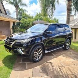 Toyota Hilux SW4 SRX *Apenas 5.000km * *A mais nova anunciada no Brasil*