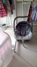 Berço e Carrinho com bebê conforto