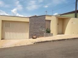 Casa linda em excelente localização