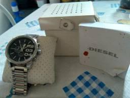 Vendo relógio da marca diesel, todo completo com manual e caixa, super novo