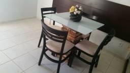 Mesa jantar encantadora com 4 cadeiras, madeira rústica e vidro branco laka