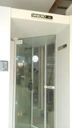 Porta com detector de metais