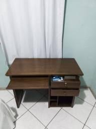Mesa pra computado e escrivaninha