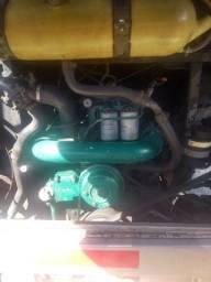 Vendo um motor e caixa de marcha de  Scania 113