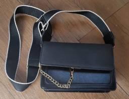 Bolsa de couro sintético preta