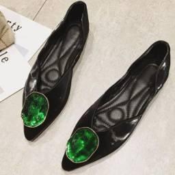 Sapatilha elegante Ponta fina Preto com pedra Verde Luxo
