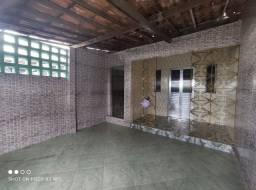 Alugo uma casa na Rua Principal do Campo Limpo Próx ao Feira VI