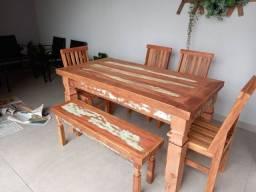Título do anúncio: Mesas e cadeiras em madeira maciça