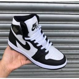 Nike Jordan branco e preto feminino
