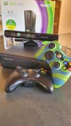 Xbox 360 slim com Kinect, 2 controles sem fio
