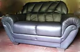 Vendo lindo sofá um courino preto