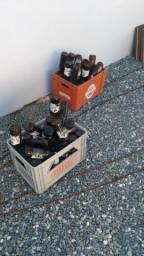 Engradado e garrafas
