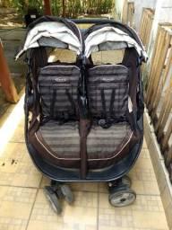 Carrinho de bebê gêmeos