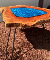 Mesa rústica azul