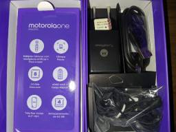 Caixa e acessorios originais Motorola One Macro.