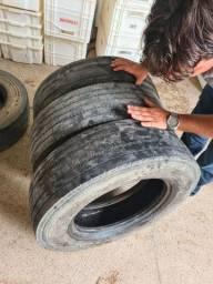 3 pneus usados Bridgestone 215/75 R 17.5 para caminhão